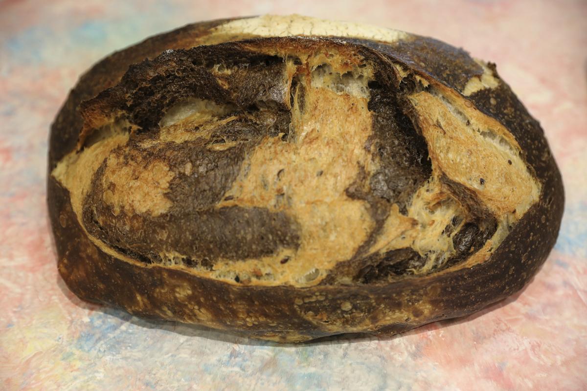 Pan mármol, ideal para quesos y desayunos con mantequilla (4,45 euros).