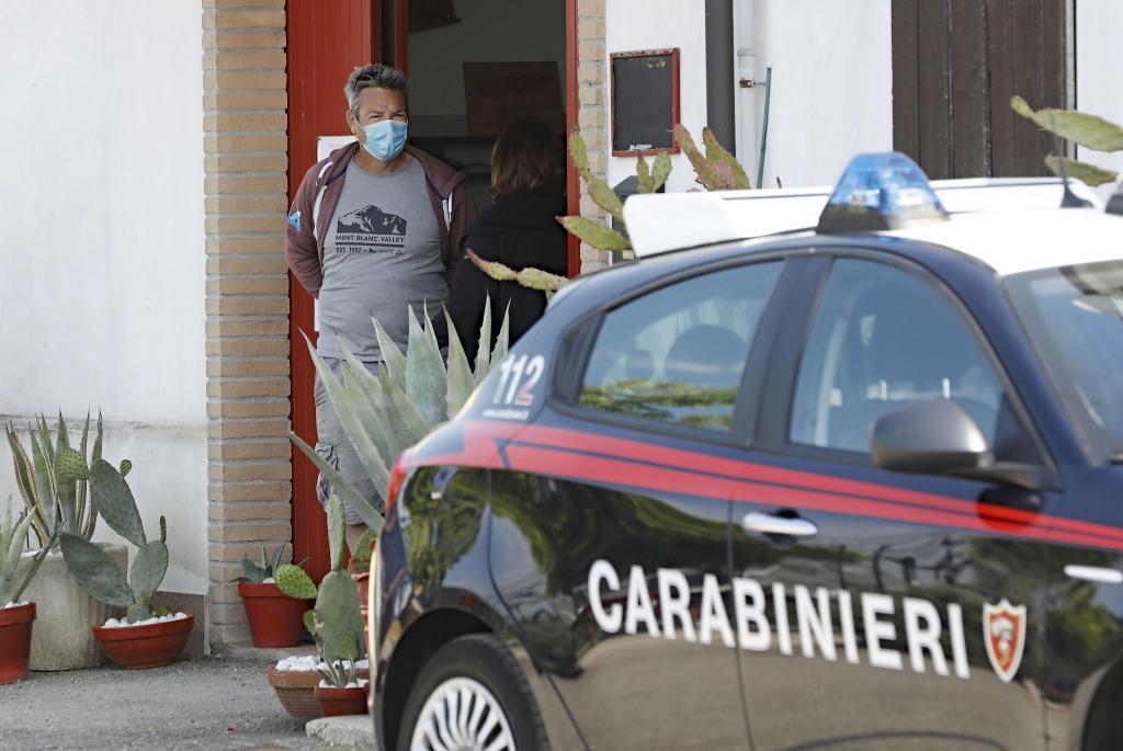 Mata a un anciano y a dos niños y se atrinchera en las afueras de Roma