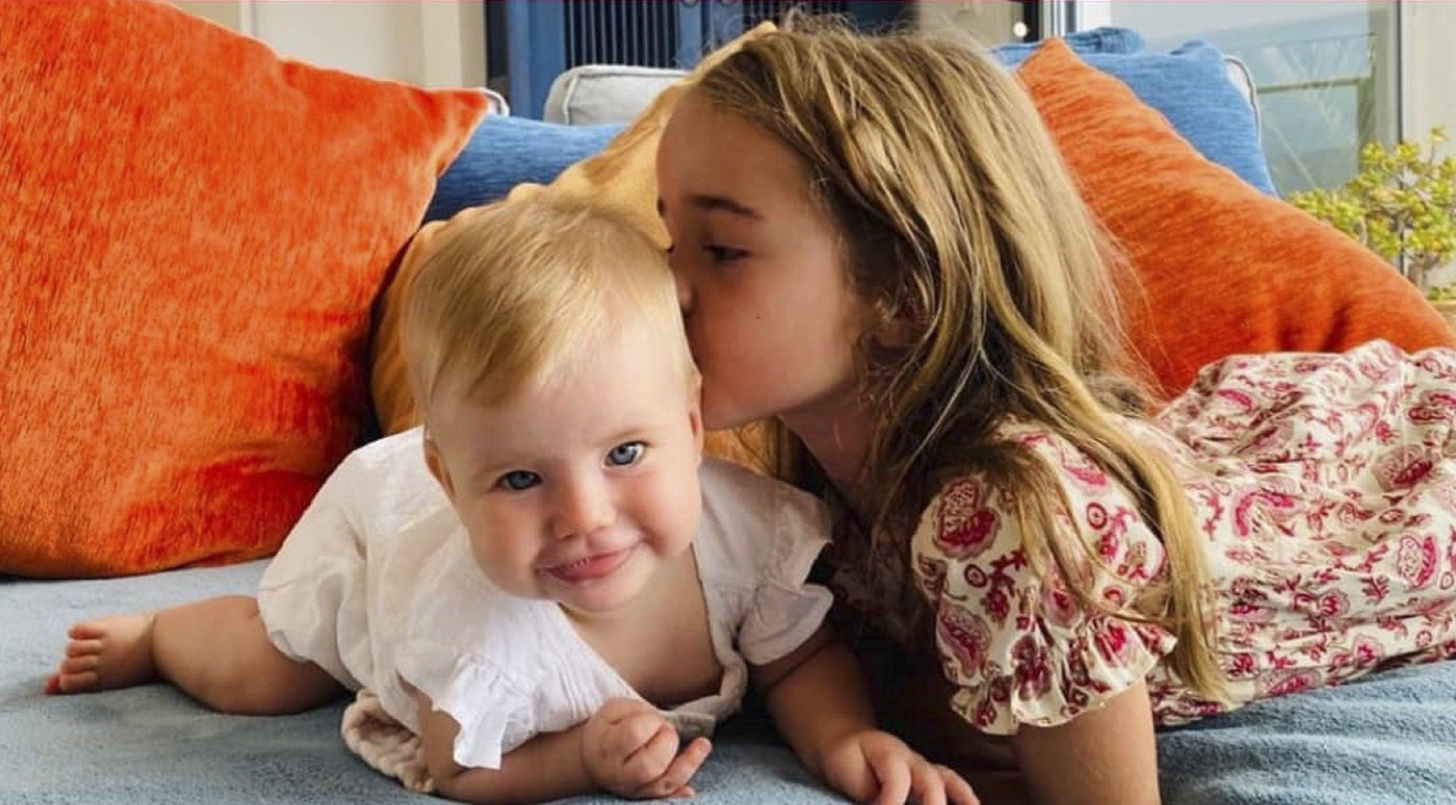 Las pequeñas Anna y Olivia.