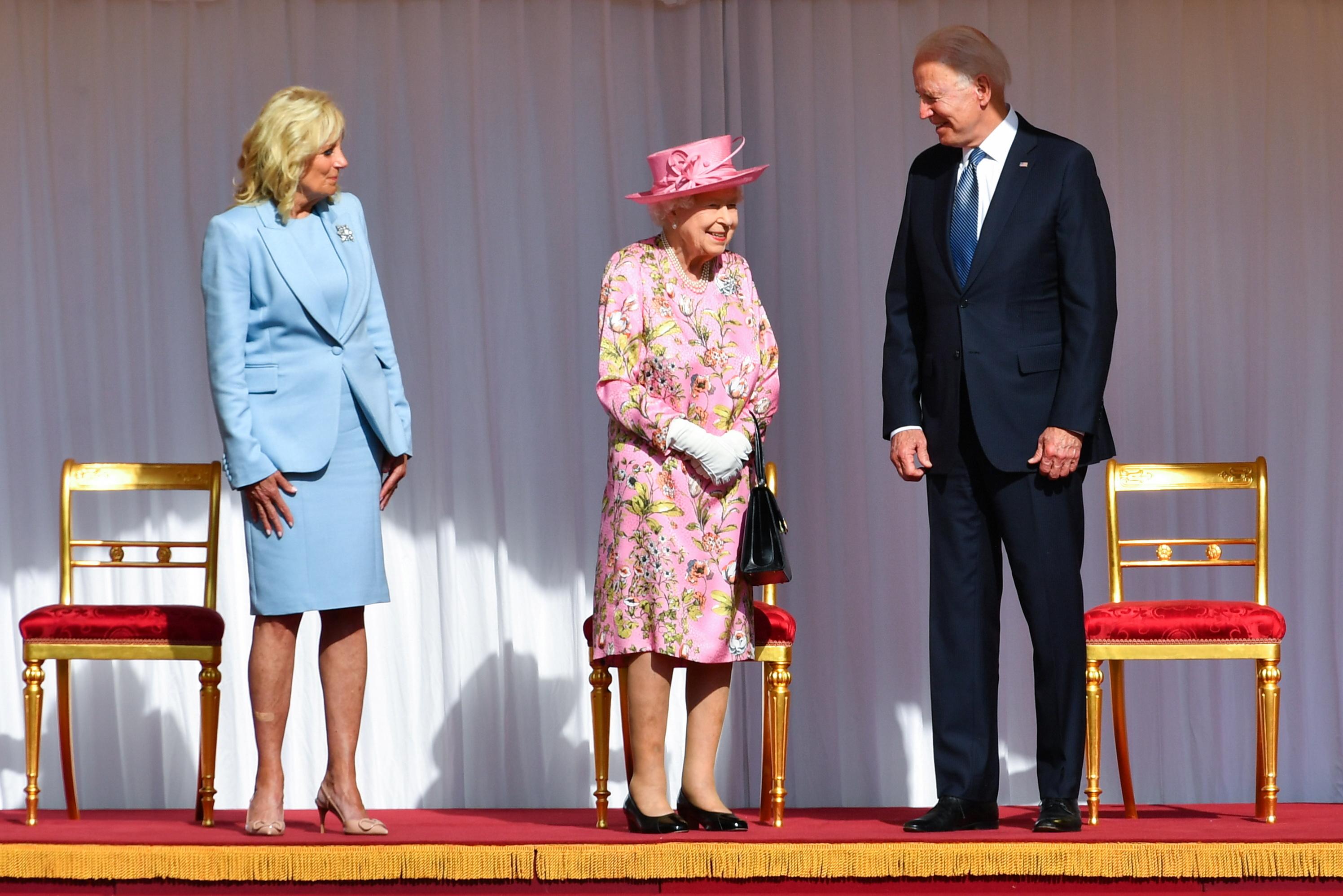 Los Biden con la reina hoy en Windsor.