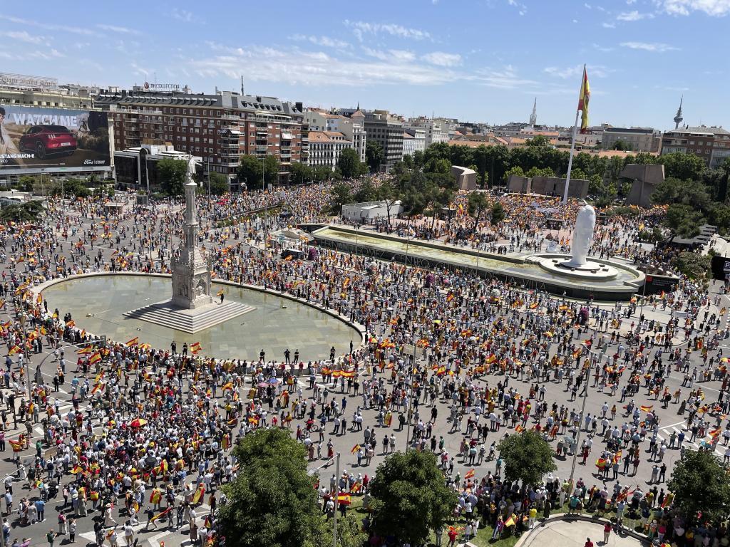 Manifestación, ayer, en Madrid, contra los indultos a los golpistas.