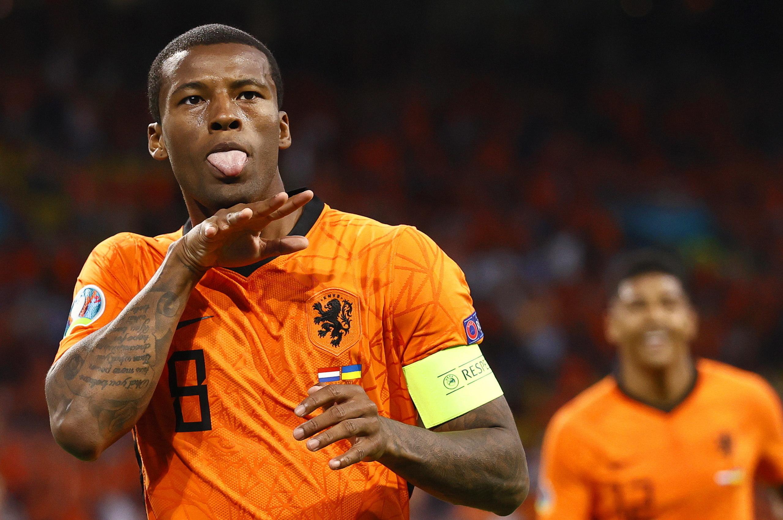 Wijnaldum celebra el primer gol de Países Bajos.