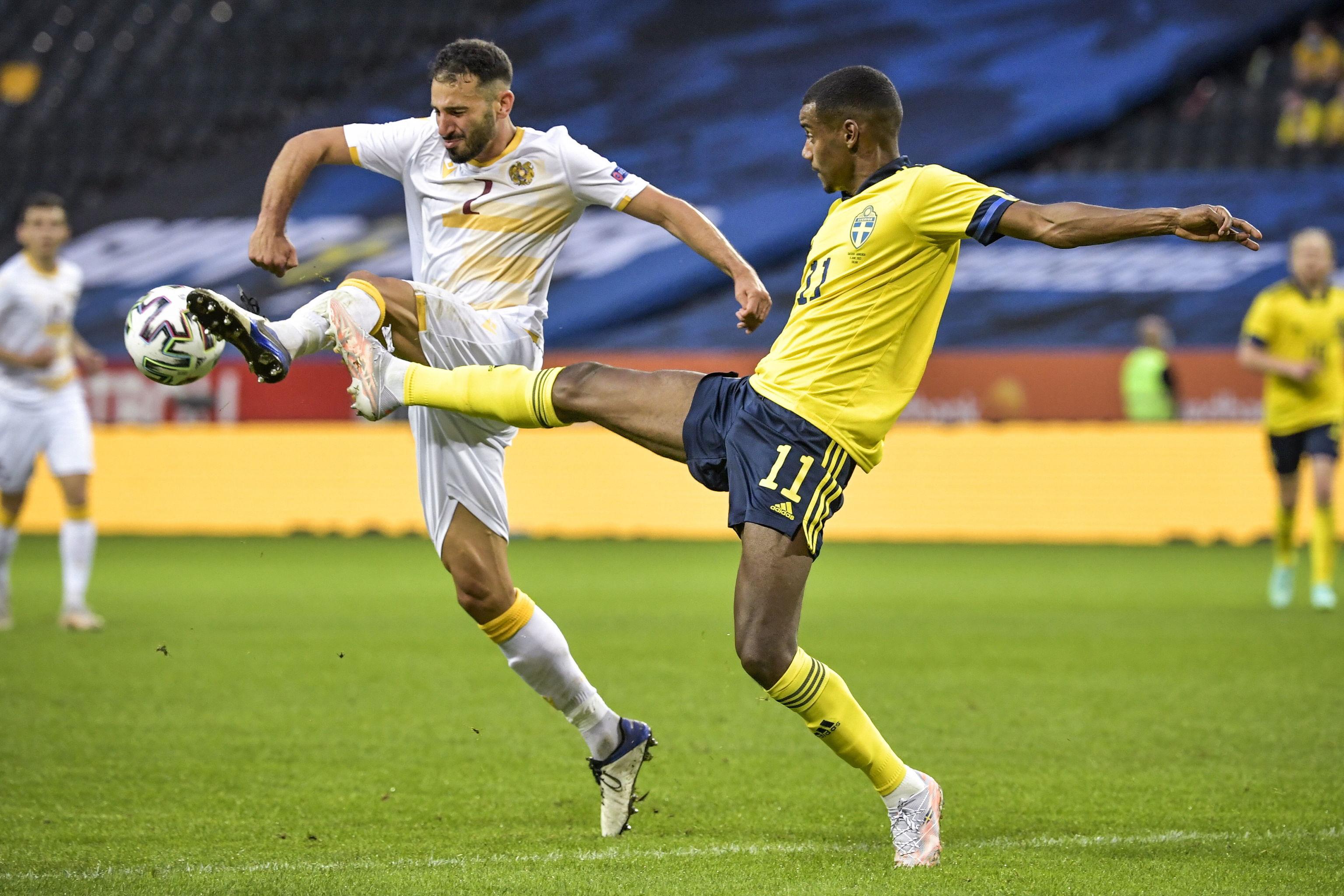 Isak, en un reciente partido con Suecia.