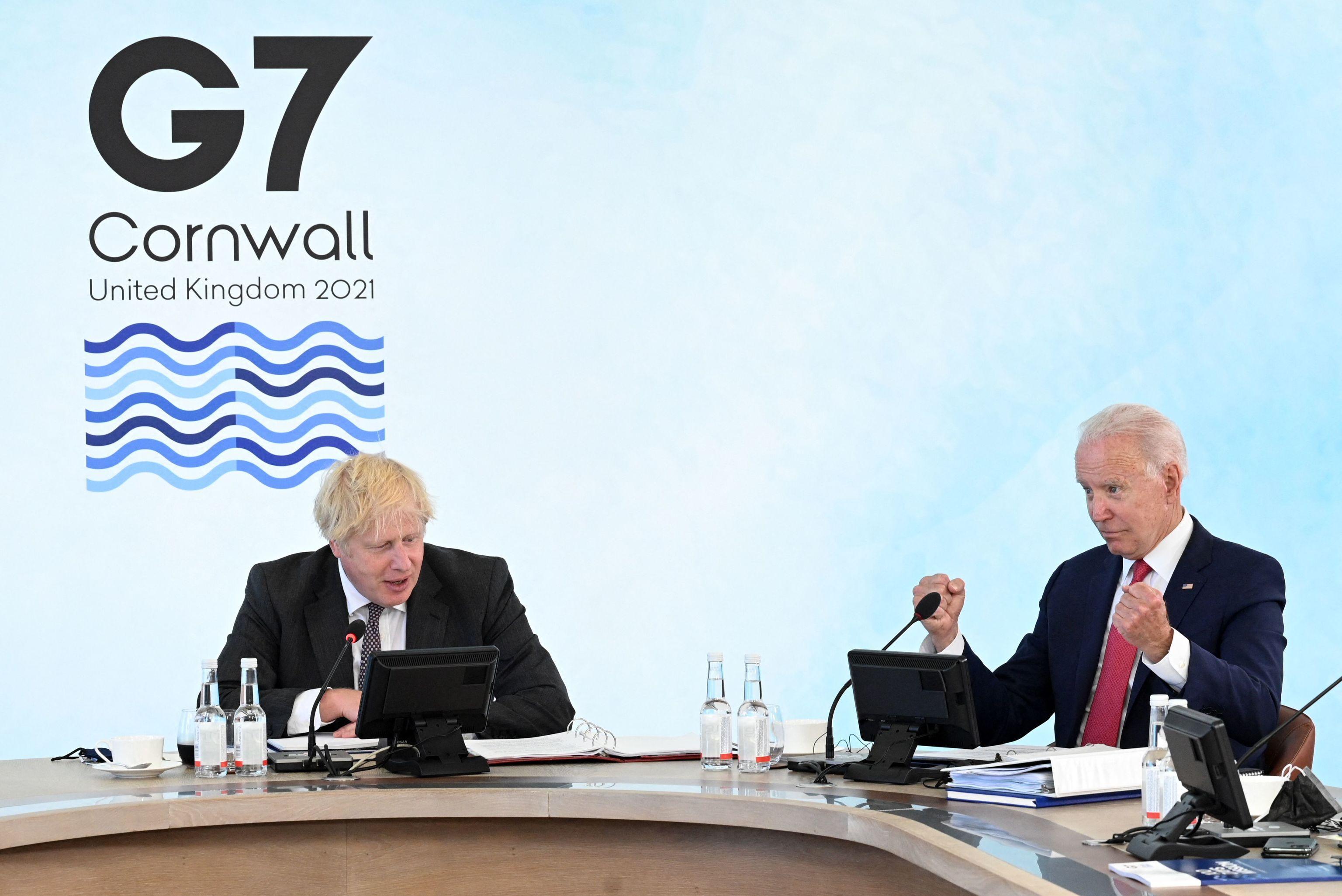 Boris Johnson y Joe Biden durante una reunión en la cumbre del G7.