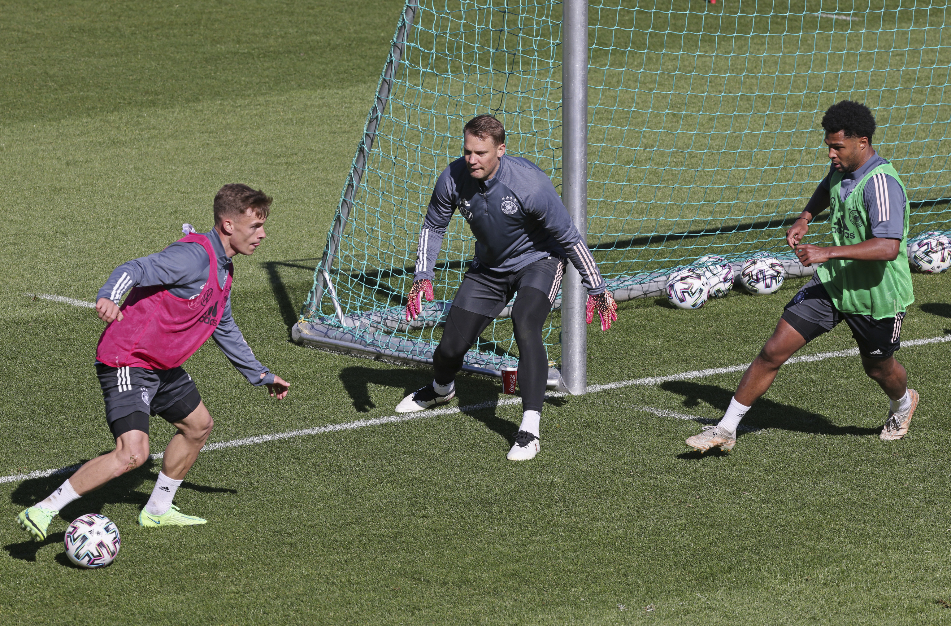Kimmich, Neuer y Gnabry en un entrenamiento.