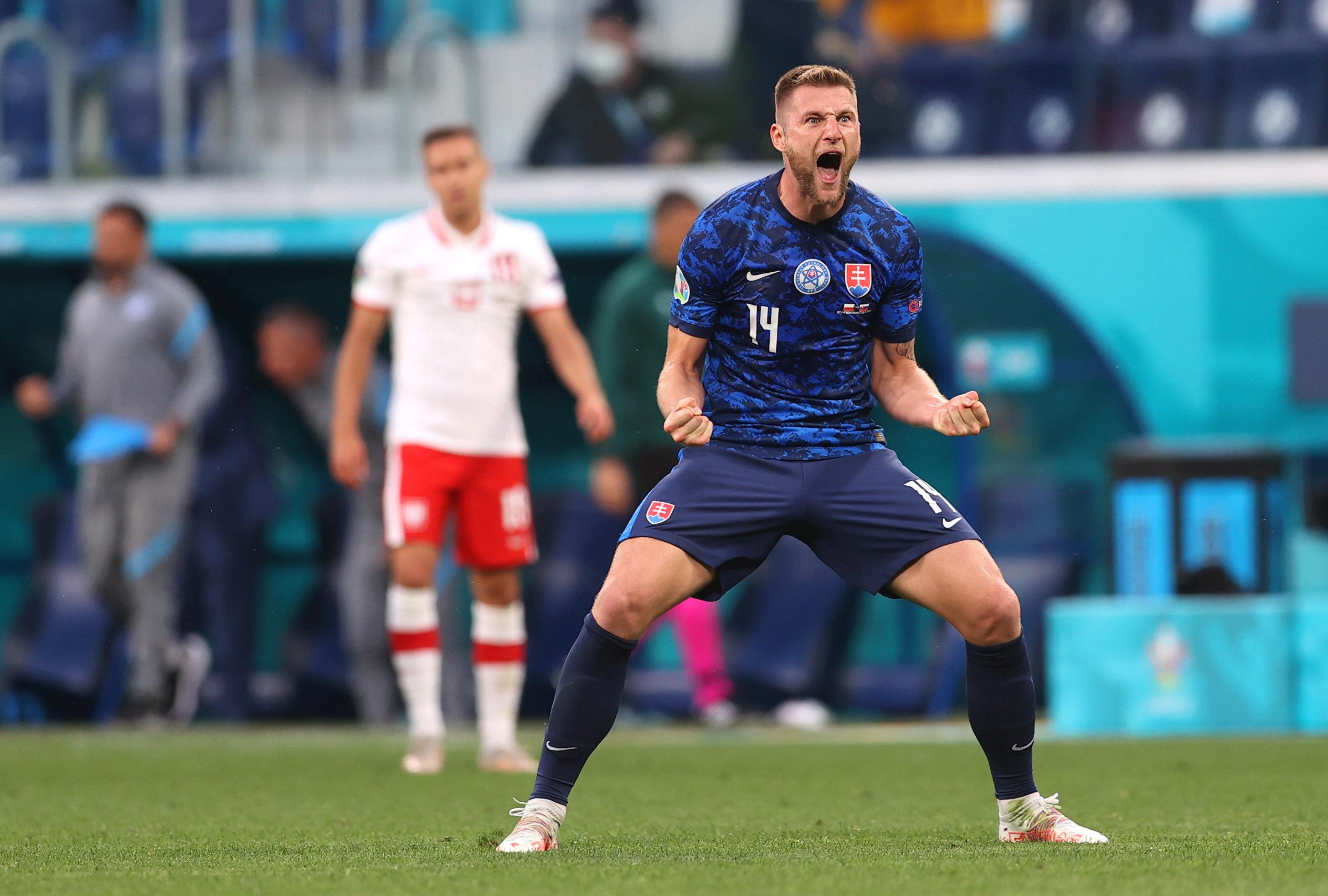 Skriniar celebra el tanto de la victoria ante Polonia.