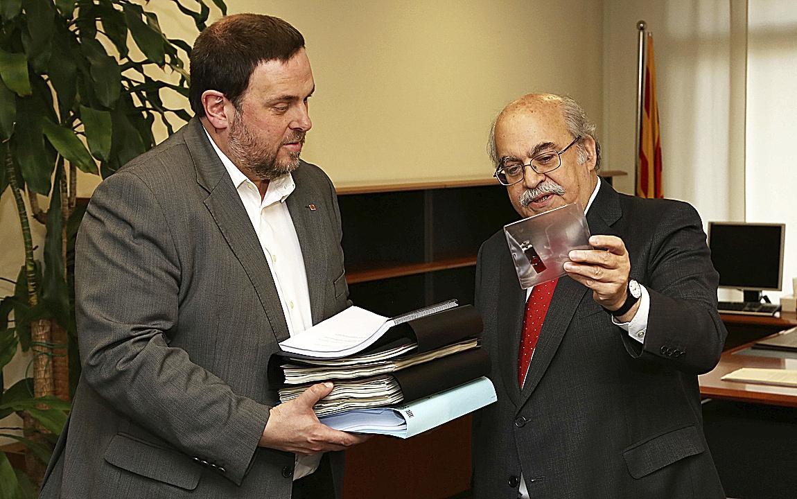 Oriol Junqueras junto al ex 'conseller' de Economía Andreu Mas-Colell, en enero de 2016, en Barcelona.