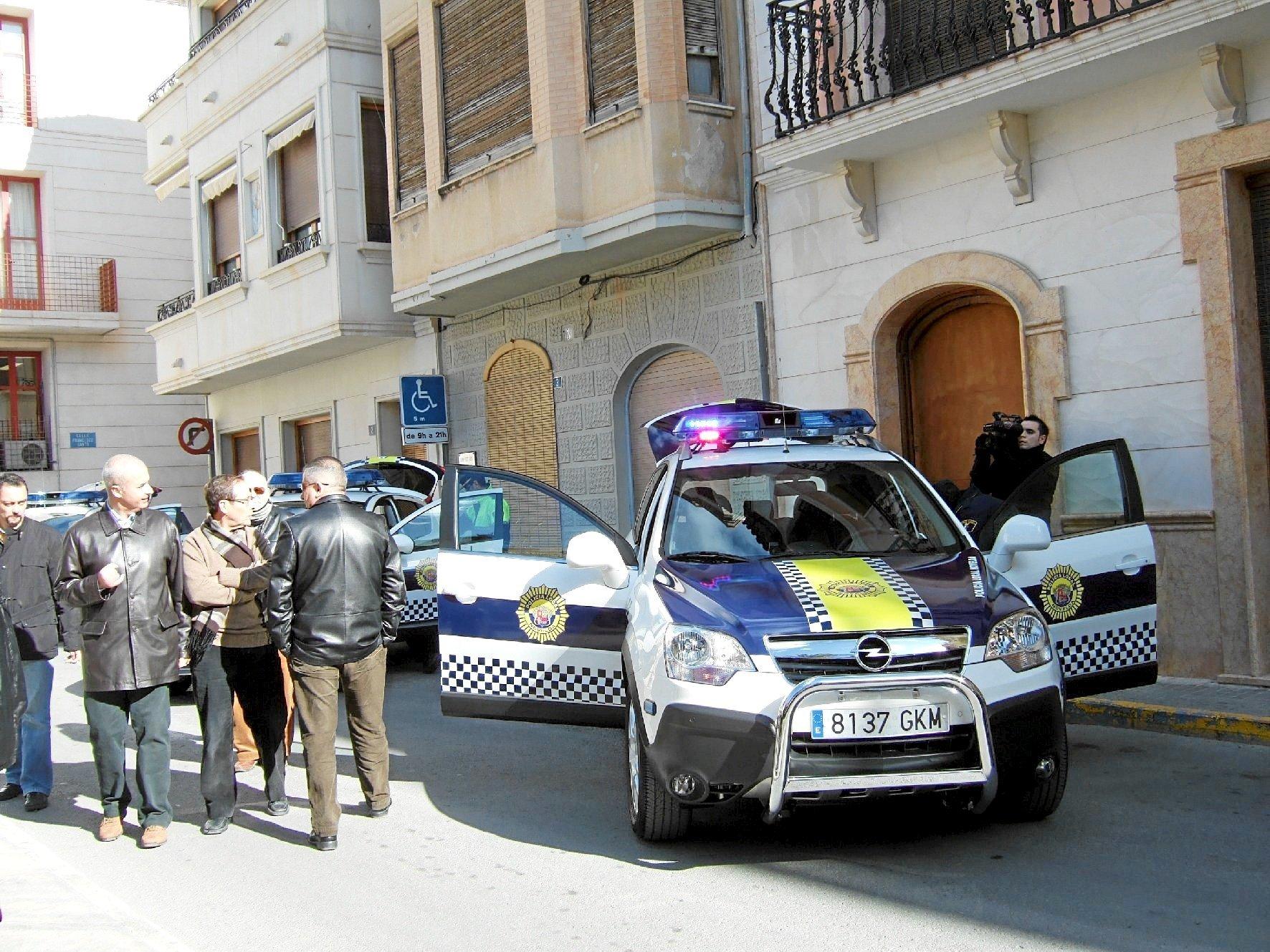 Imagen de archivo de un coche de la Policía Nacional en Alicante.