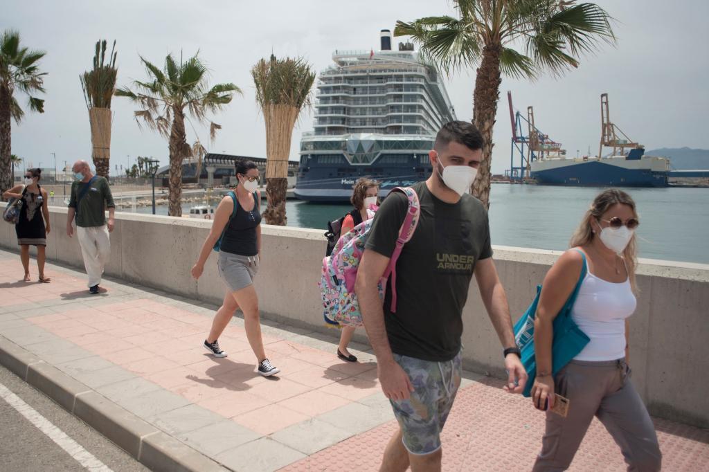 Turistas del crucero atracado este martes en Málaga.