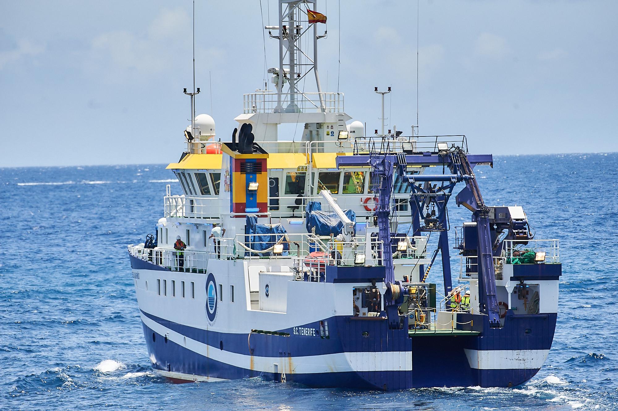 El buque 'Ángeles Alvariño', durante las labores de búsqueda.