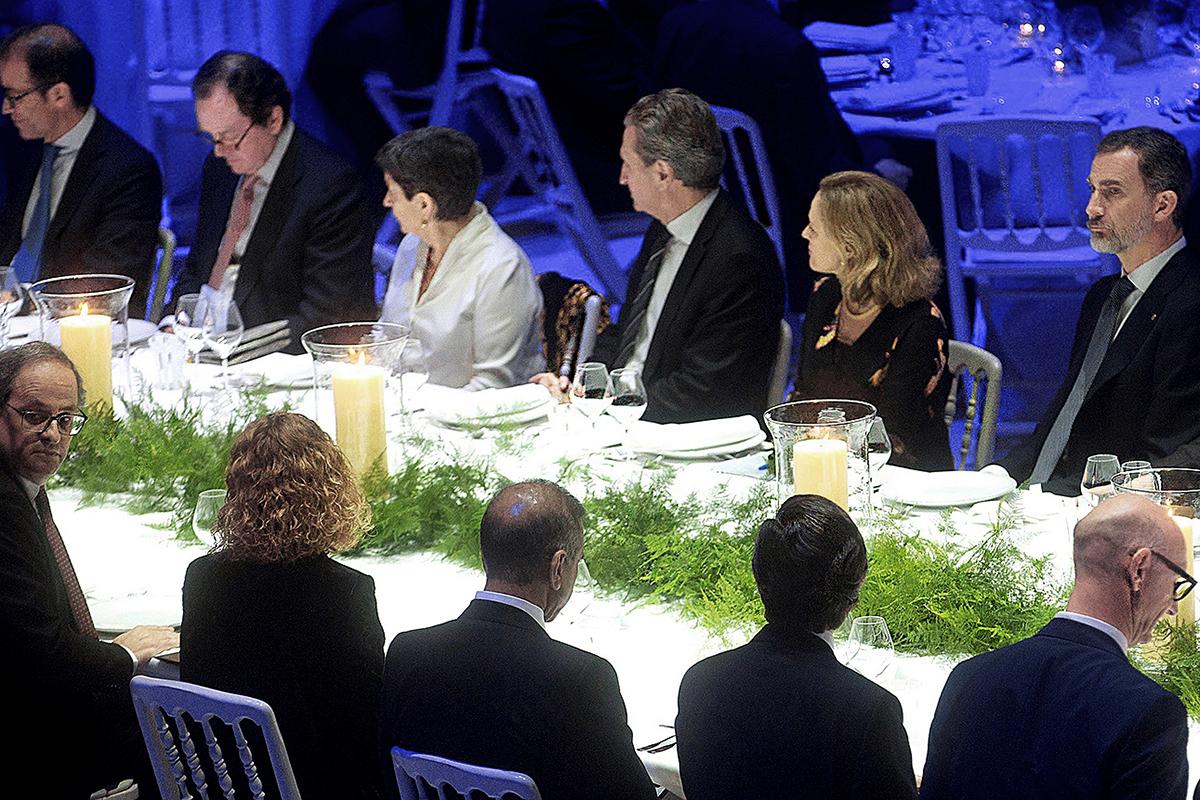 Felipe VI, con Quim Torra en la cena del Mobile World Congress de 2019.