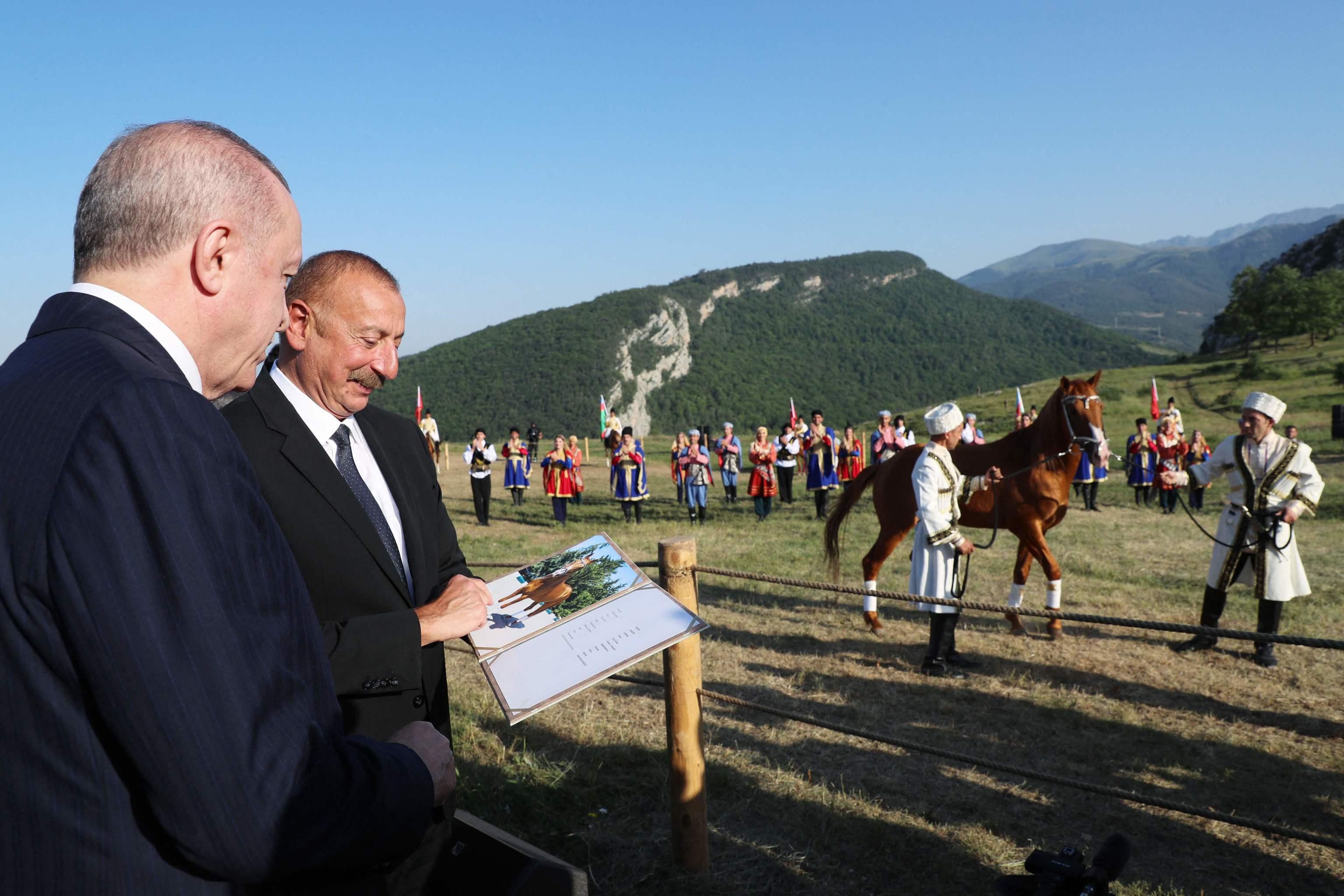 El presidente turco, Erdogan, junto al mandtario de Azerbaiyán, Ilham Aliyev.