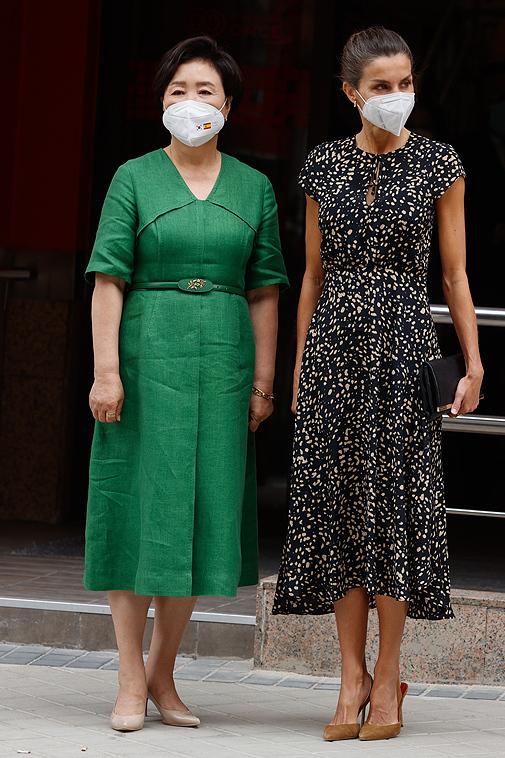 La Reina Letizia y la primera dama coreana en la Fundación ONCE.