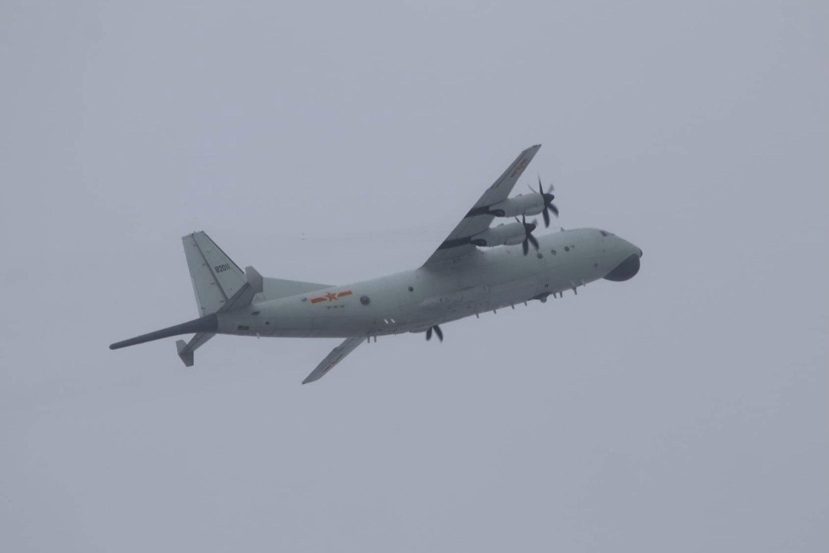 Un avión antisubmarino sobrevuela cerca de Taiwan.