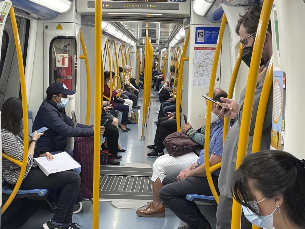 Viajeros del Metro de Madrid.