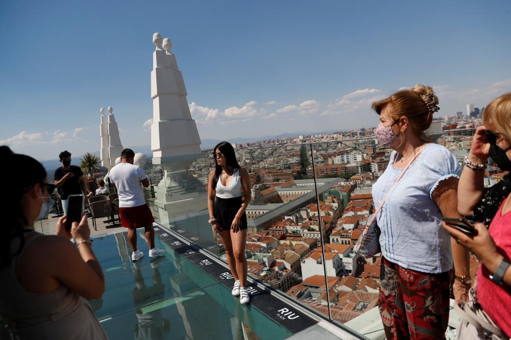Turistas en una terraza de Madrid