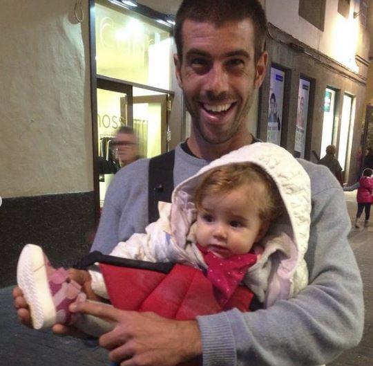 Tomás Gimeno con su hija Olivia.