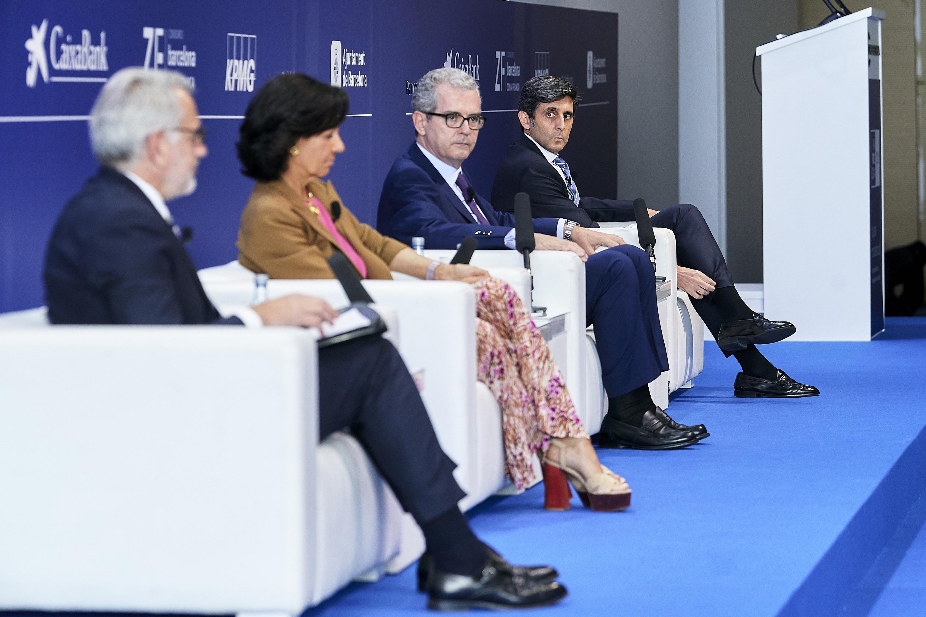 De izquierda a derecha, Marc Puig, Ana Botín, Pablo Isla y José María Álvarez Pallete este miércoles en el Cercle de Economía