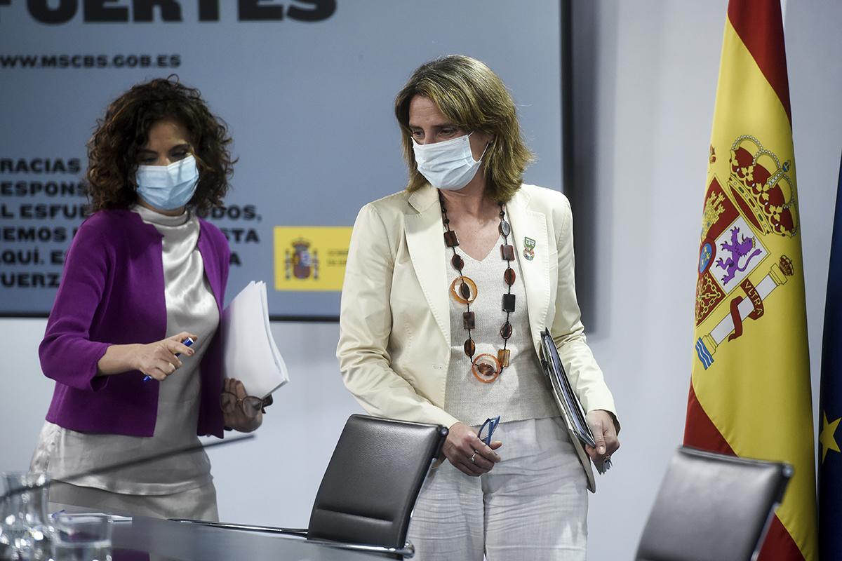 La ministra de Hacienda, María Jesús Montero, y la vicepresidenta Teresa Ribera.