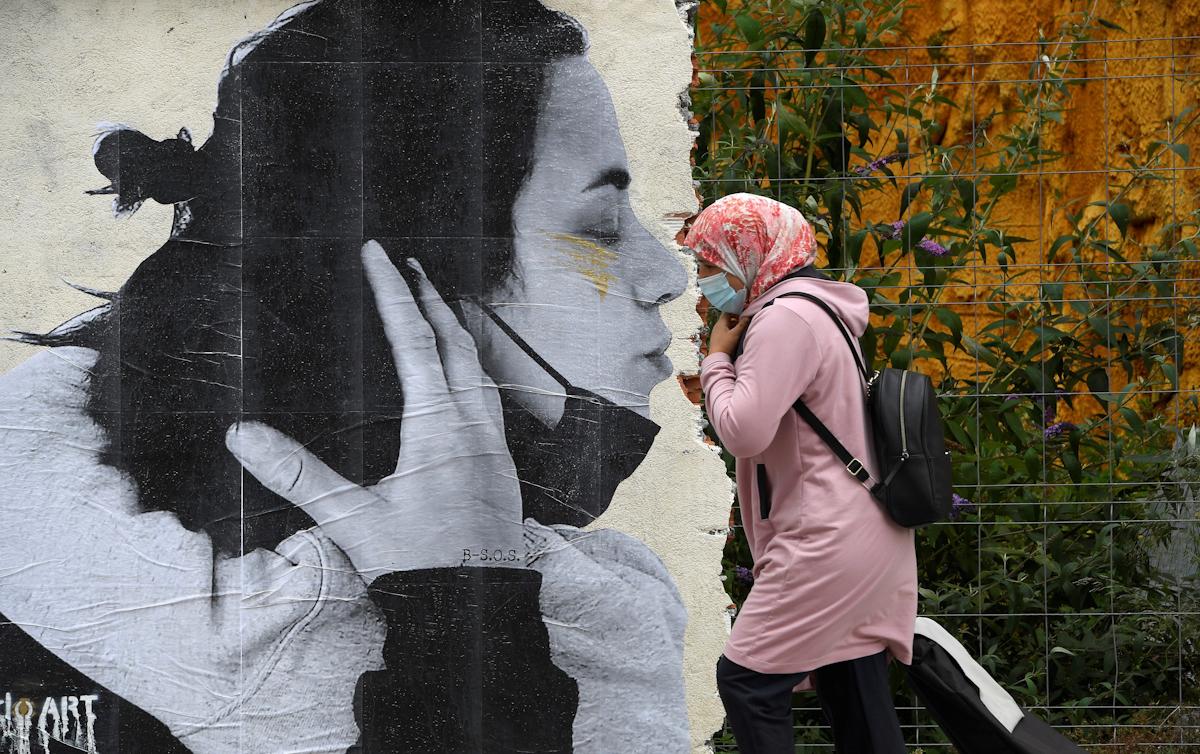 Besos sin mascariilas, en Oviedo.