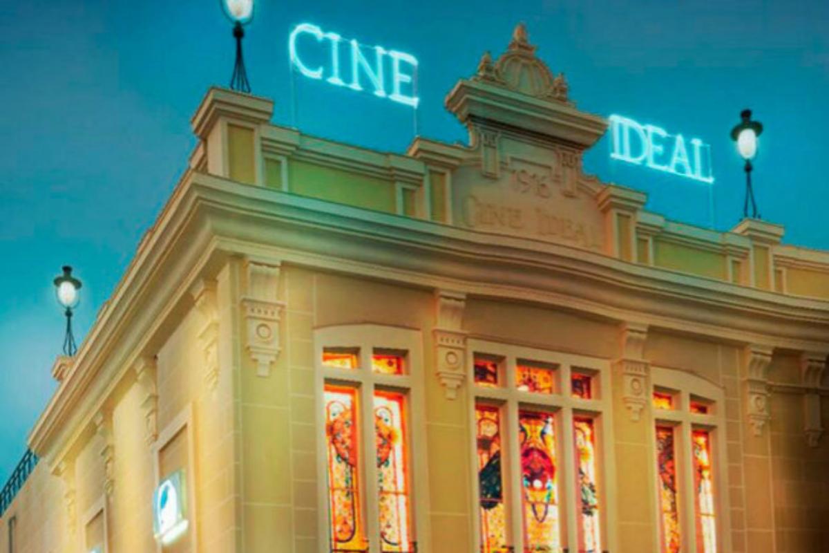 Fachada de los centenarios Cines Ideal.
