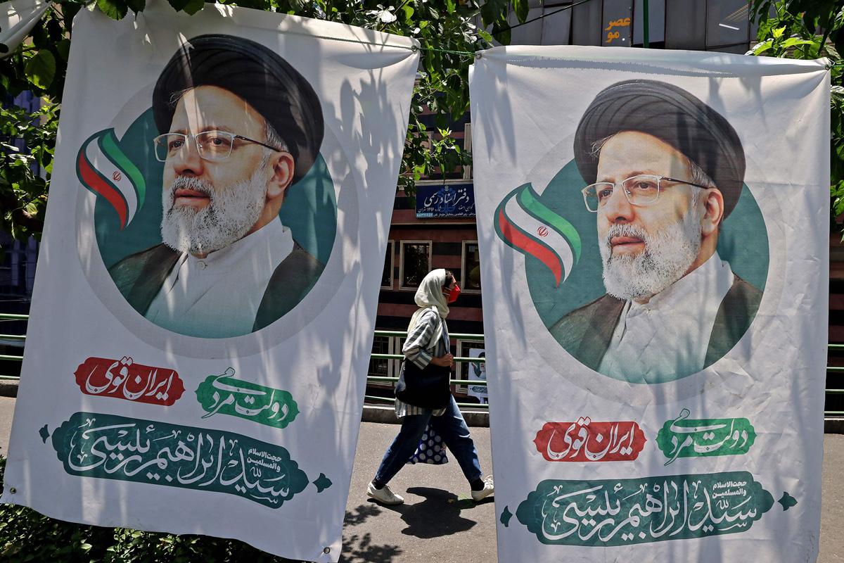 Carteles de Ibrahim Raisi en Teherán.