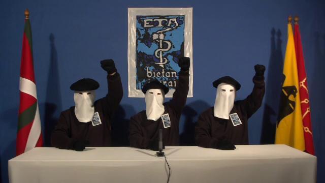 """Miembros de ETA anunciado el """"cese definitivo"""" de la violencia en 2011."""