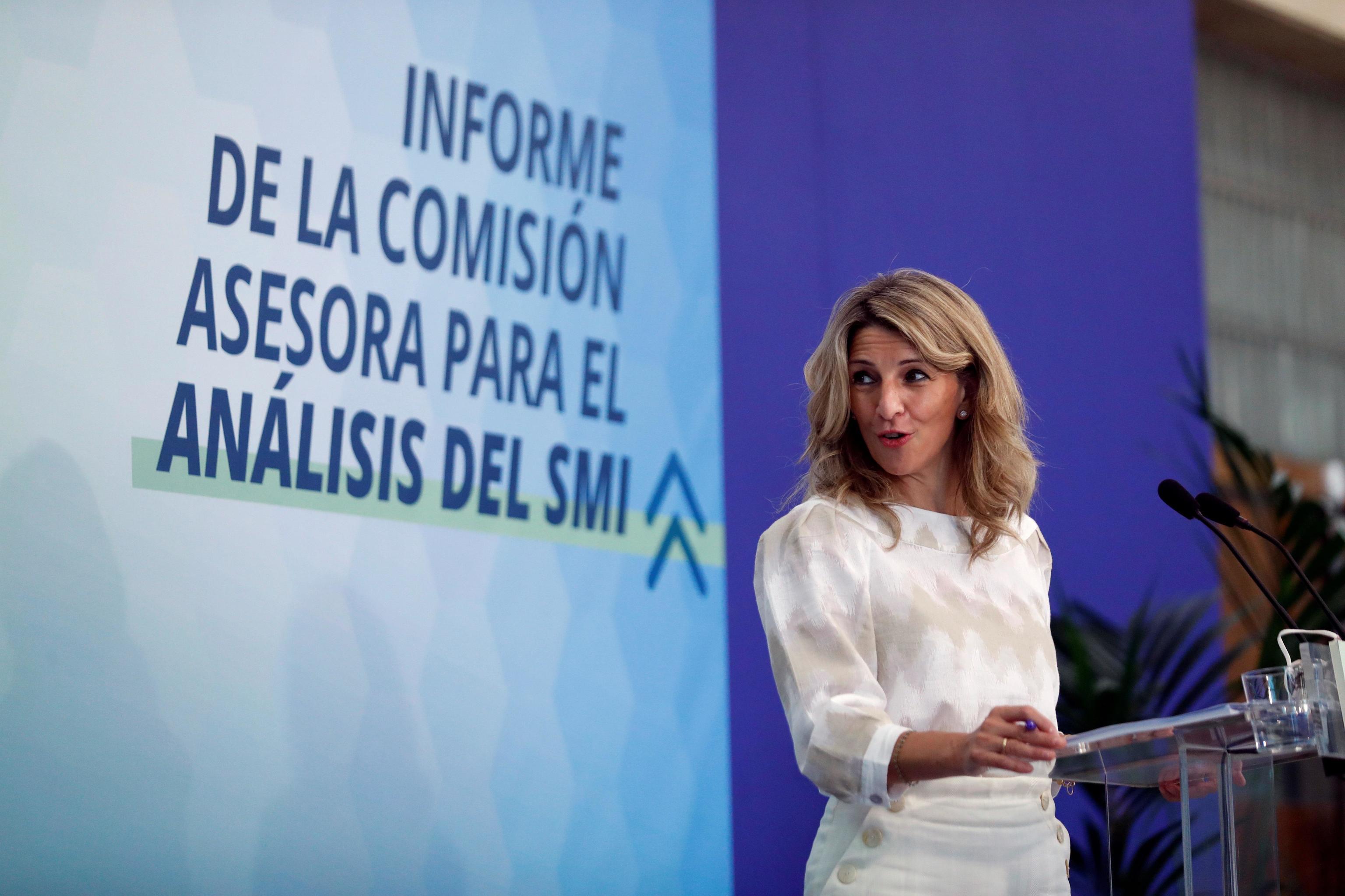 La vicepresidenta tercera y ministra de Trabajo Yolanda Díaz, en el acto en el que ha recibido el informe  sobre el SMI, este viernes en Madrid.