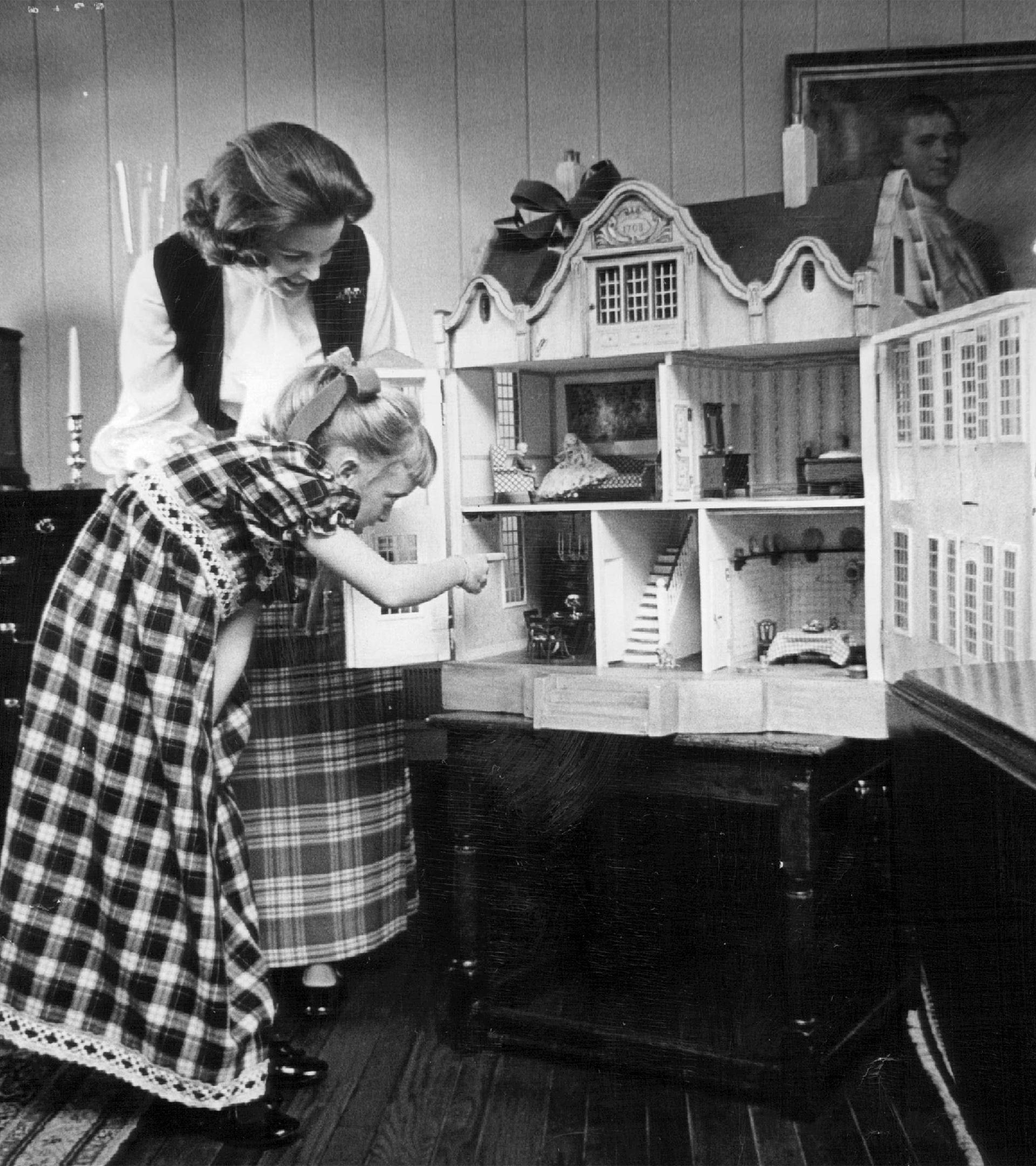 Nuestra extraña obsesión por curiosear en las casas de los otros