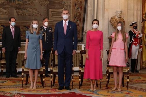 La Familia Real en la entrega de las condecoraciones de la Orden del Mérito Civil por la crisis sanitaria.