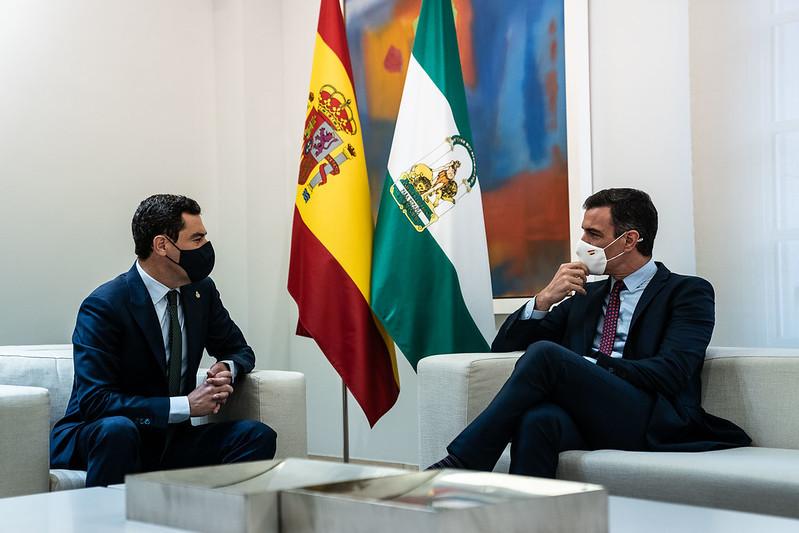 Juanma Moreno y Pedro Sánchez, este jueves en la reunión entre ambos en el Palacio de la Moncloa.
