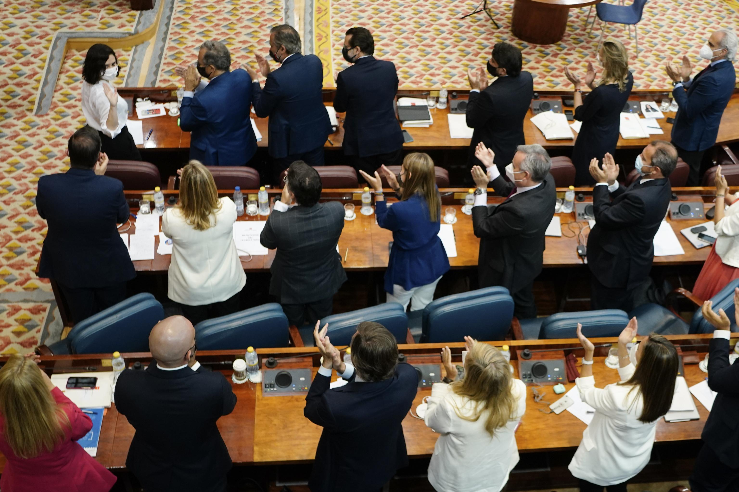 Isabel Díaz Ayuso, aplaudida por el PP.