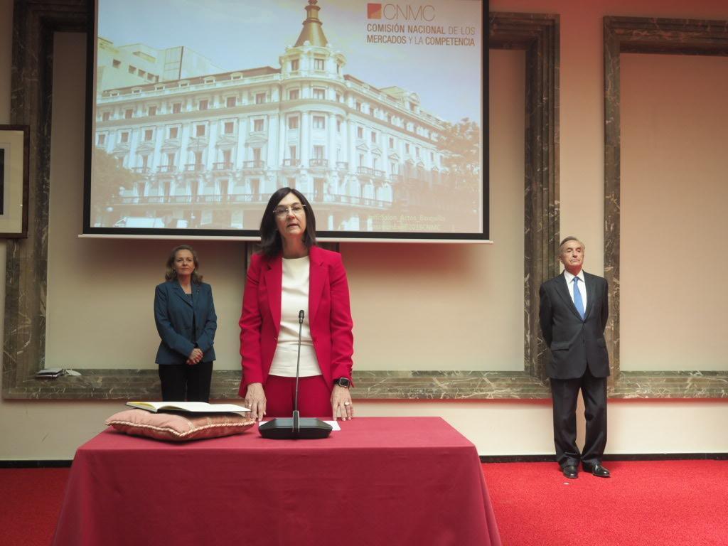 La presidenta de la CNMC, Cani Fernández, y la vicepresidenta de Asuntos Económicos, Nadia Calviño.