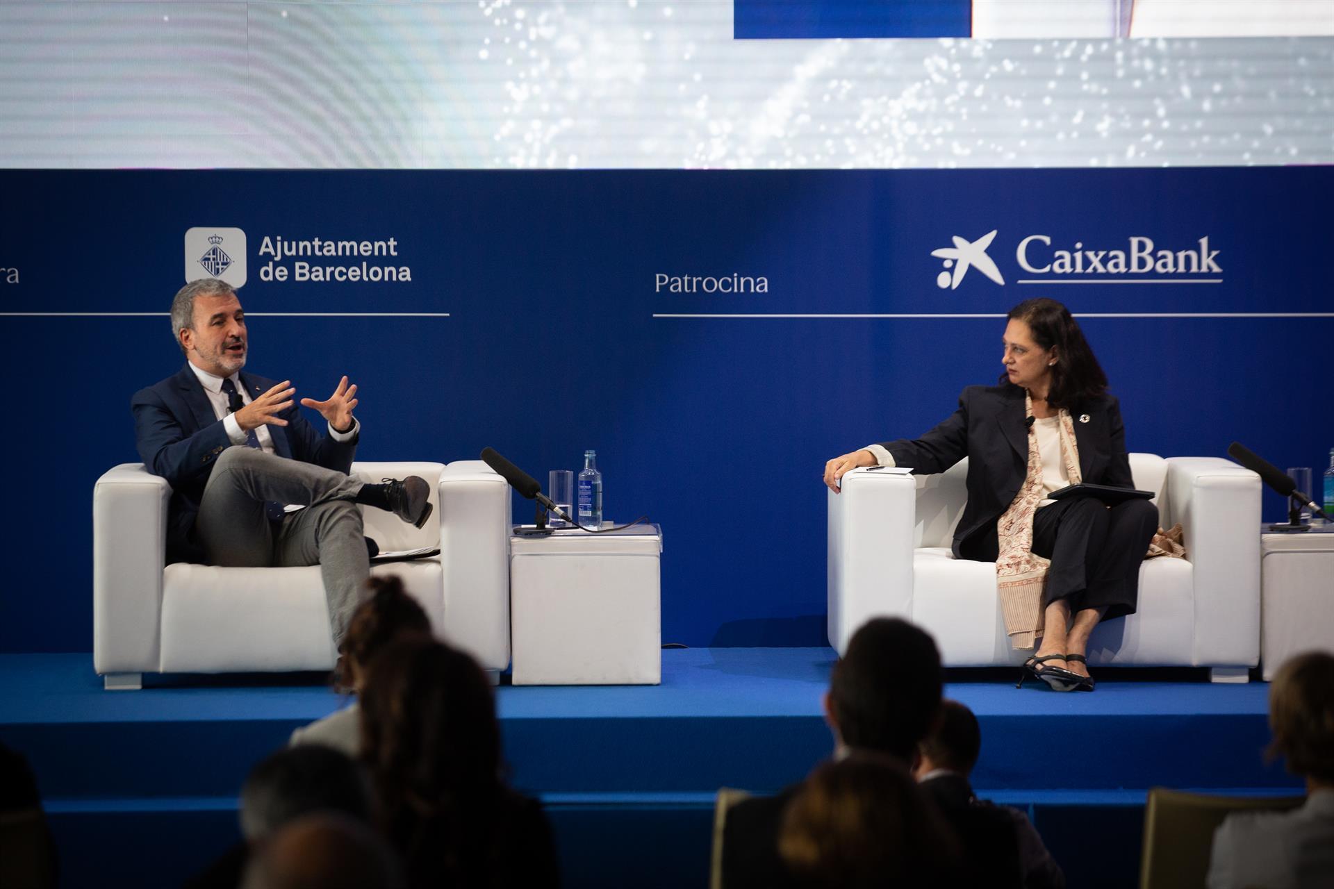El teniente de alcalde Jaume Collboni y Aurora Catà (Barcelona Global).