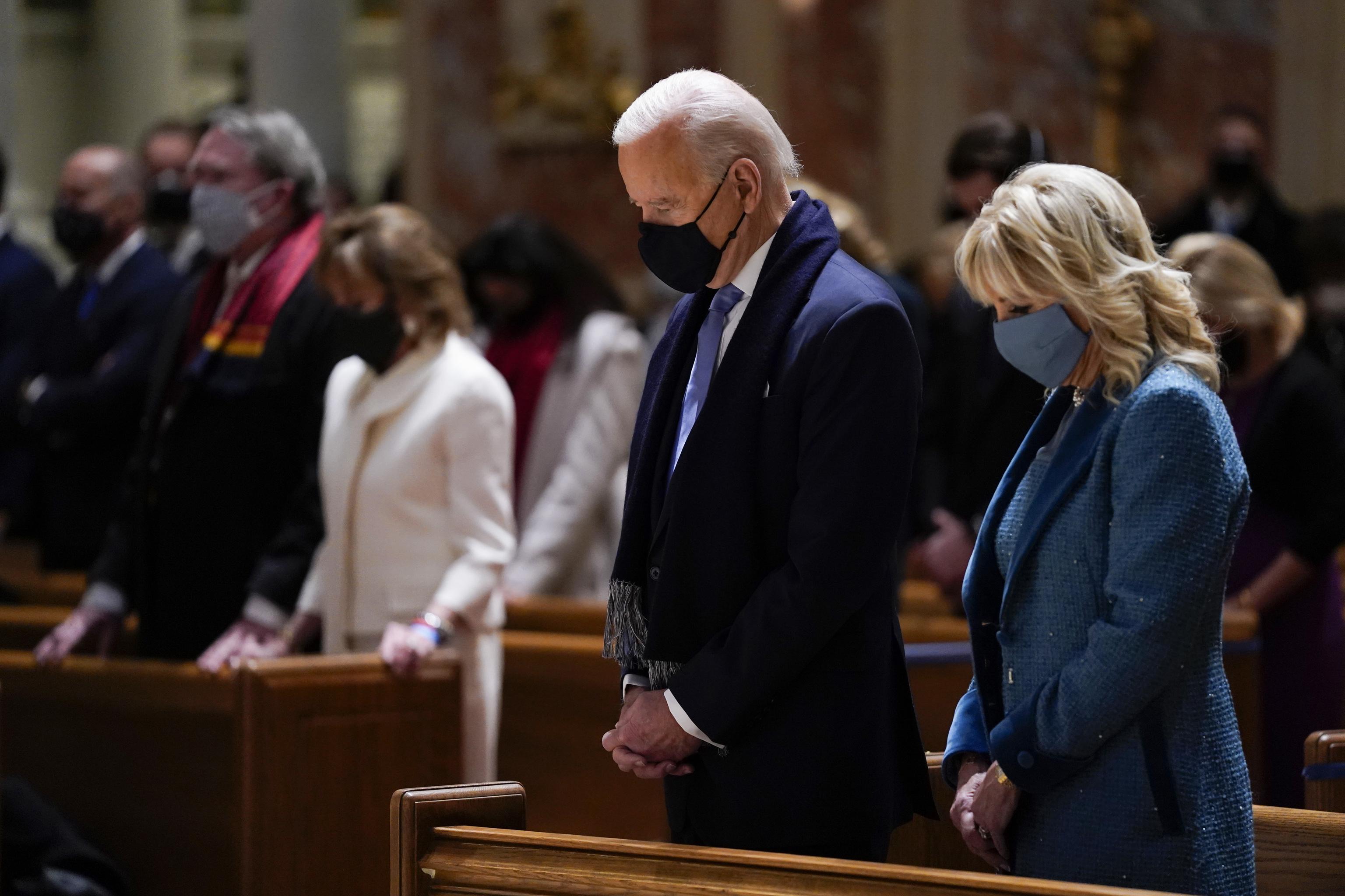 El presidente de EEUU, Joe Biden, en una catedral de Washington.