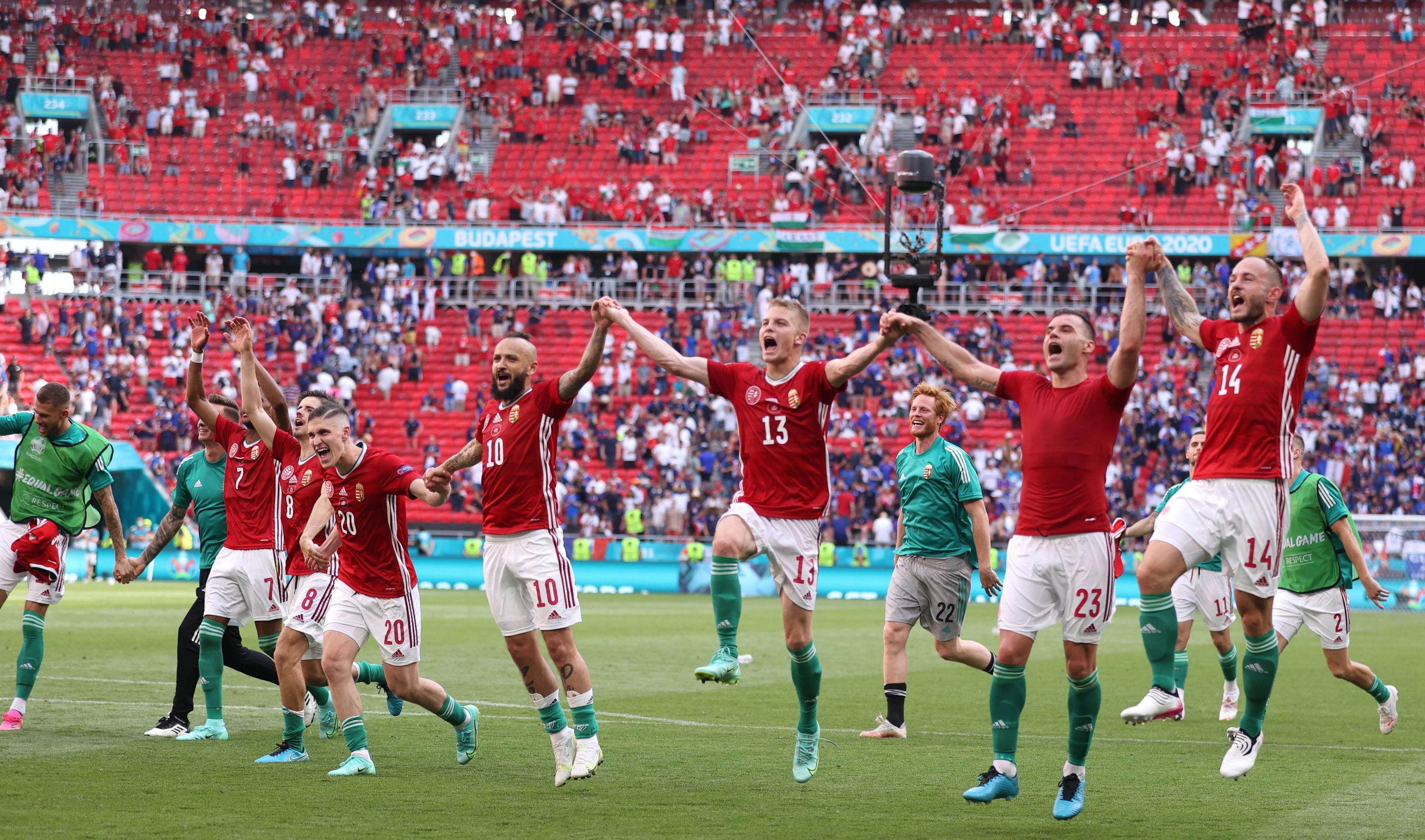 Los jugadores húngaros celebran el empate ante Francia