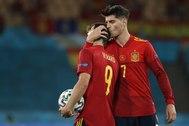 Morata anima a Gerard antes de lanzar el penalti.