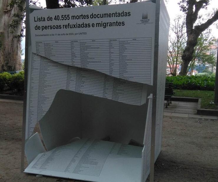 Atacan la exposición del Día Mundial de las Personas Refugiadas instalada en la Alameda de Santiago de Compostela