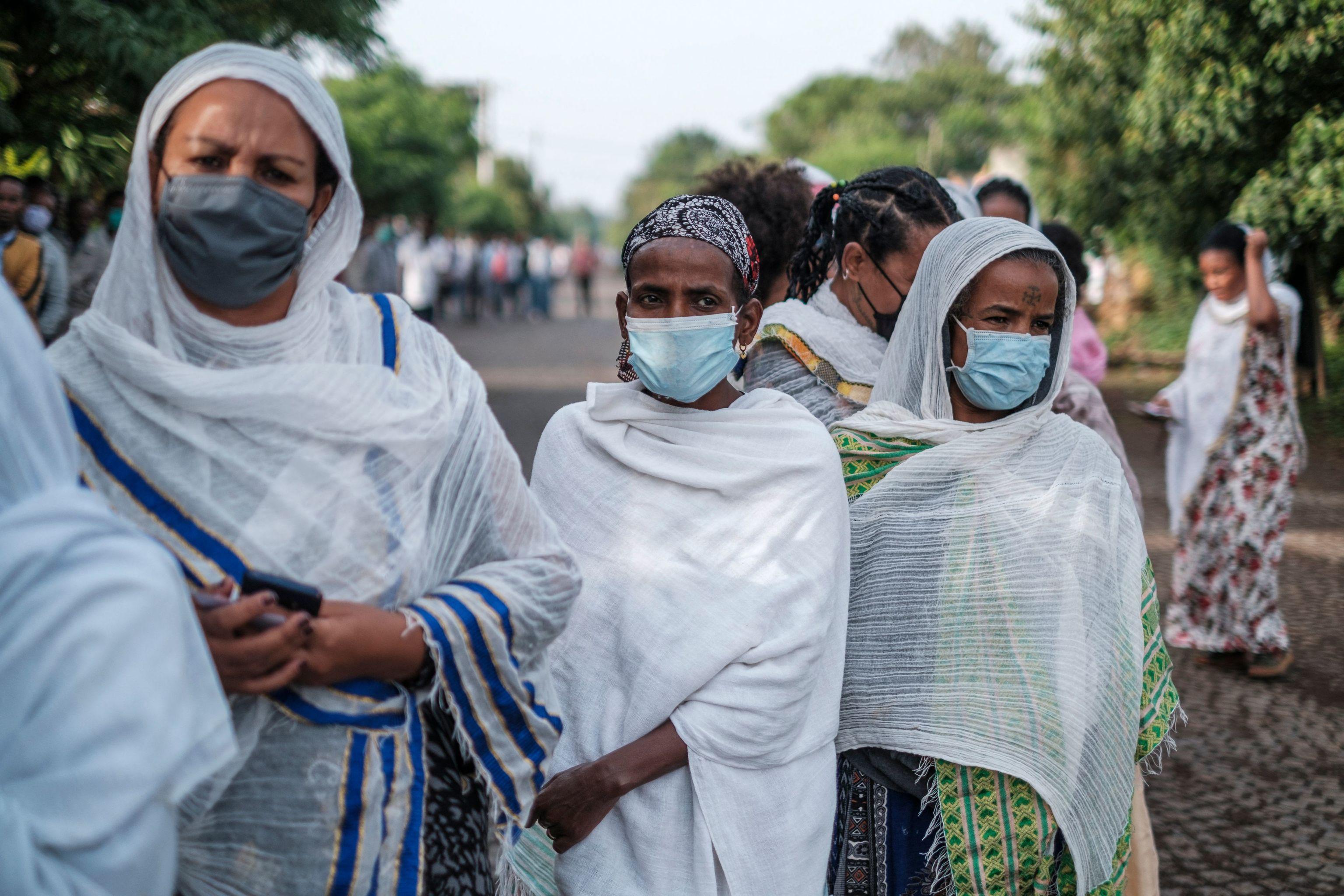Varias mujeres hacen cola para votar en Bahir Dar (Etiopía).