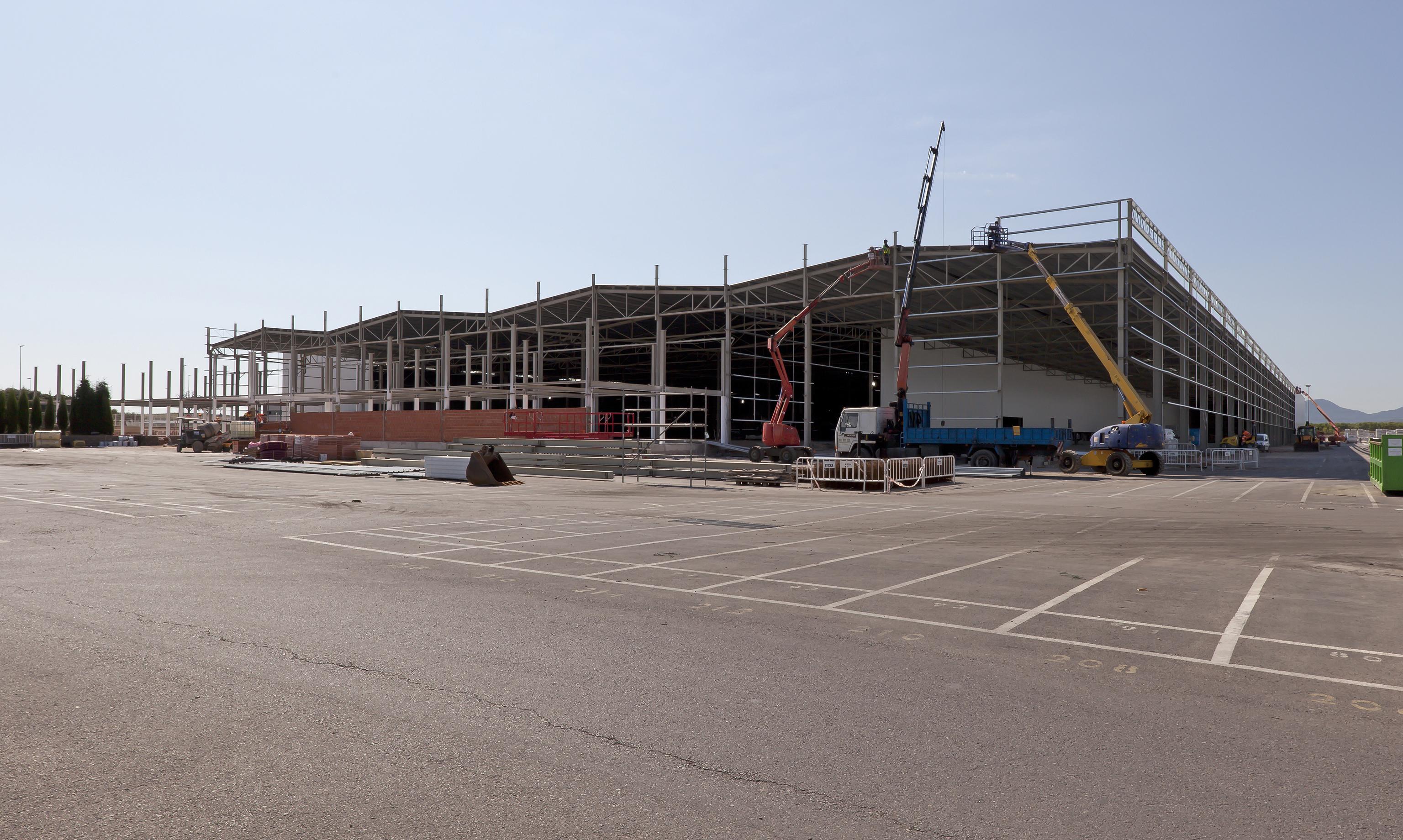 Imágenes de la nueva planta en construcción.