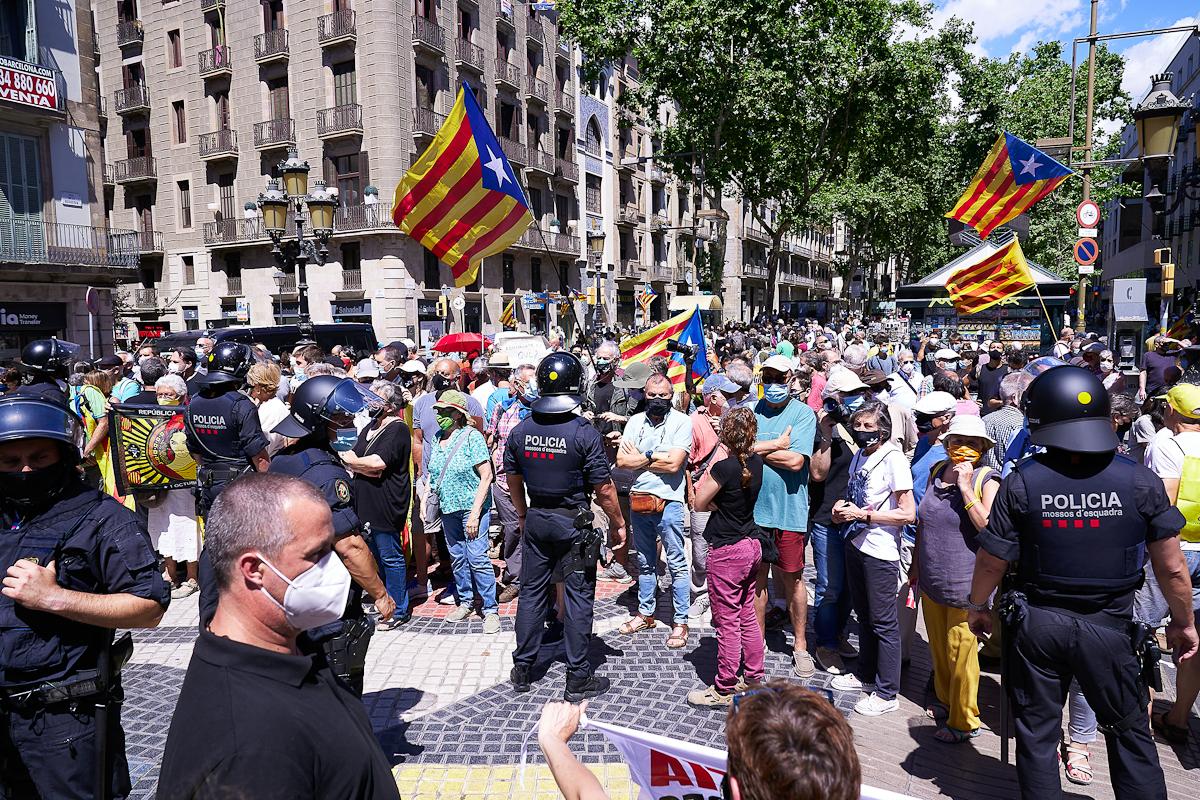 Concentración ante la visita de Pedro Sánchez al Liceu de Barcelona.