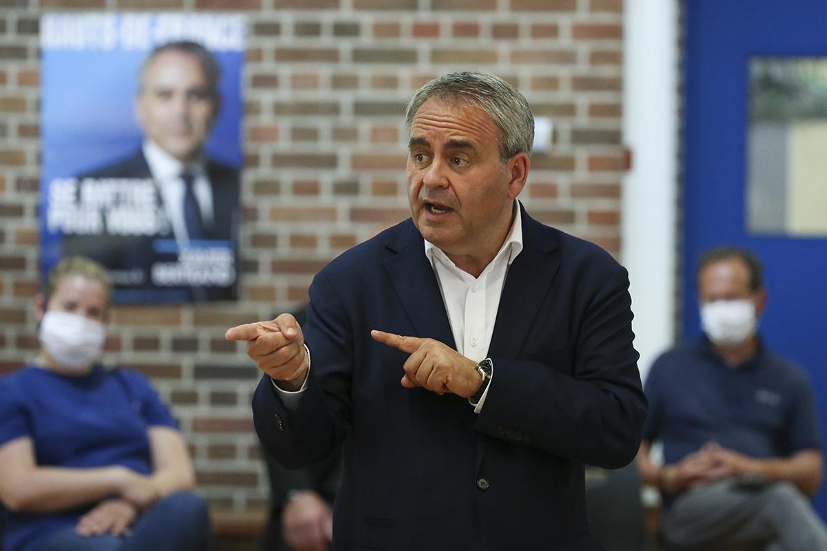 El político Xavier Bertrand, en campaña.