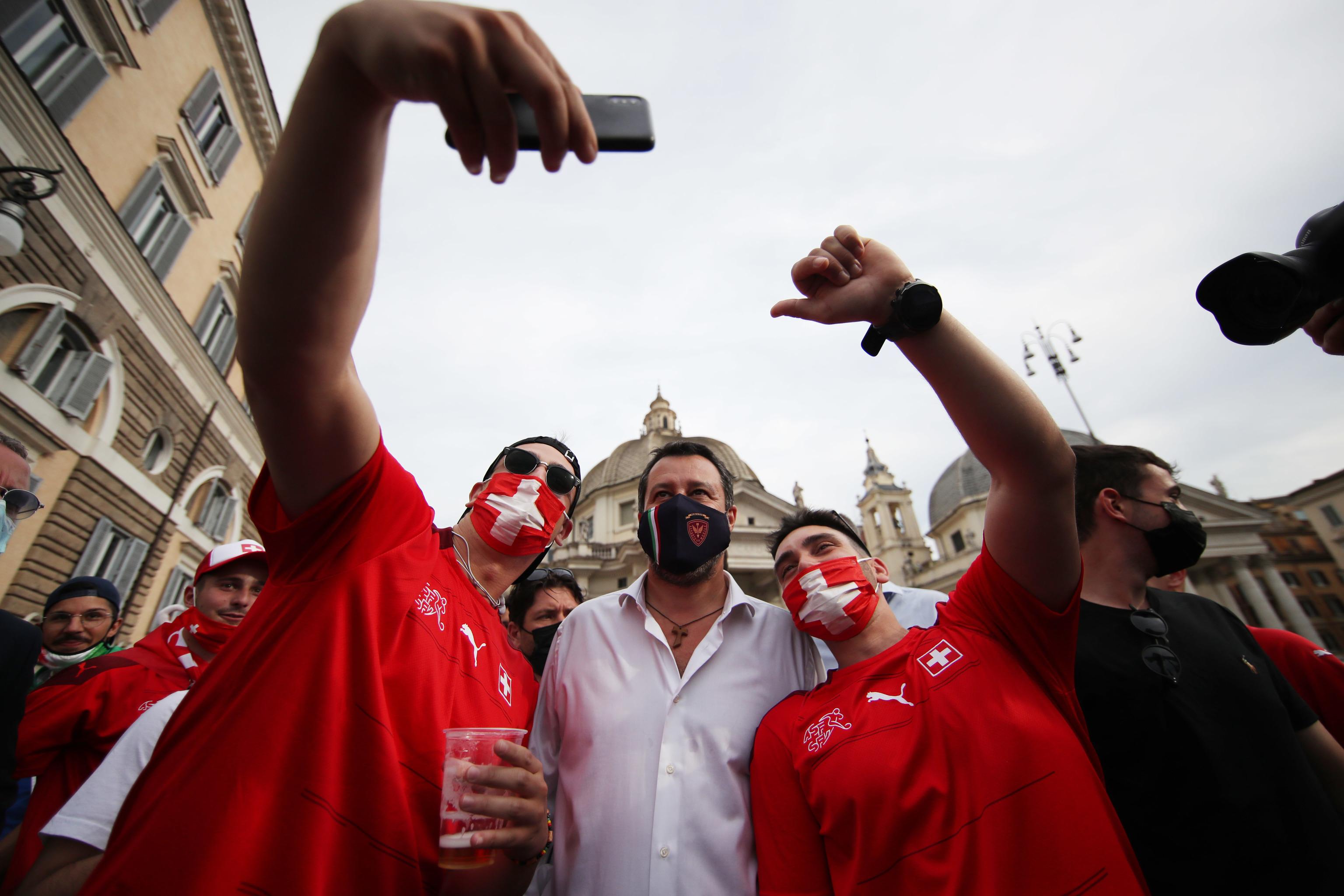Silvio Berlusconi y Matteo Salvini negocian unirse para las elecciones de 2023