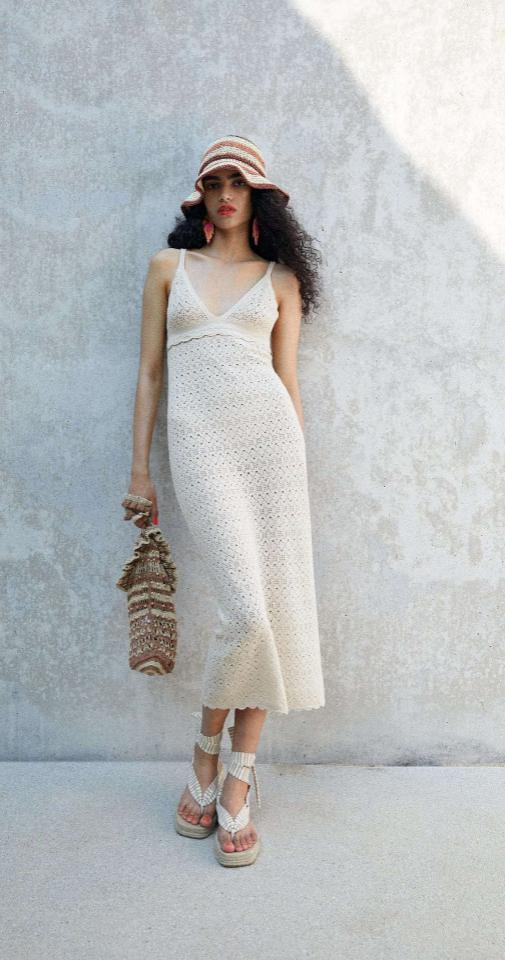 Vestido punto con calados de Zara - Estilo boho