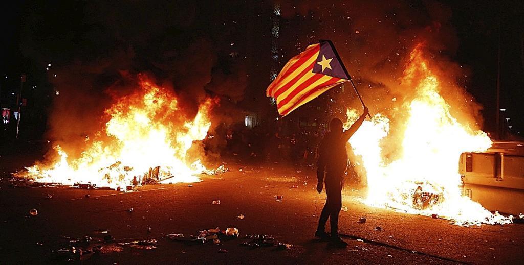 Protesta de Tsunami en el Camp Nou