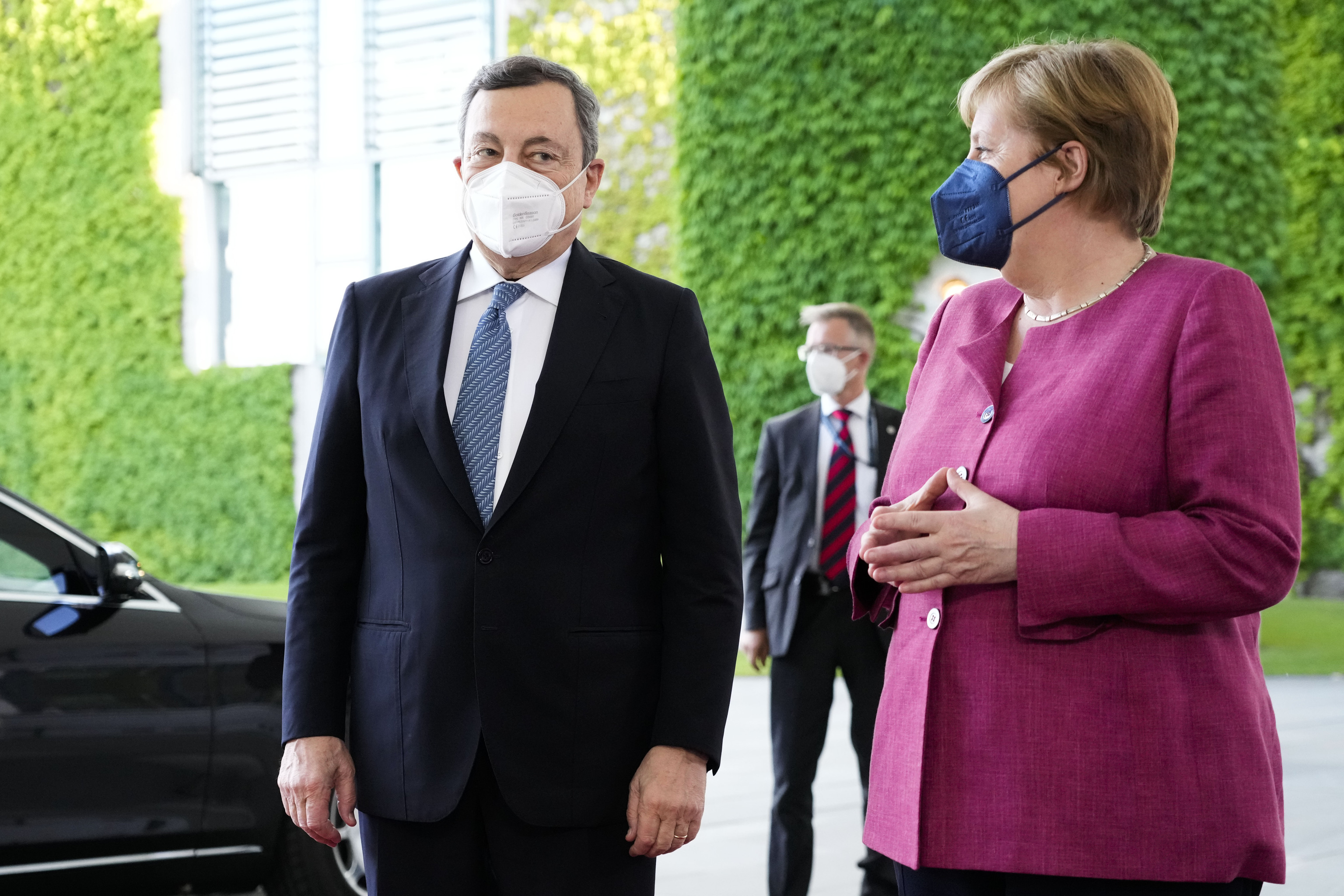 Angela Merkel recibe a Mario Draghi en Berlín, este lunes.