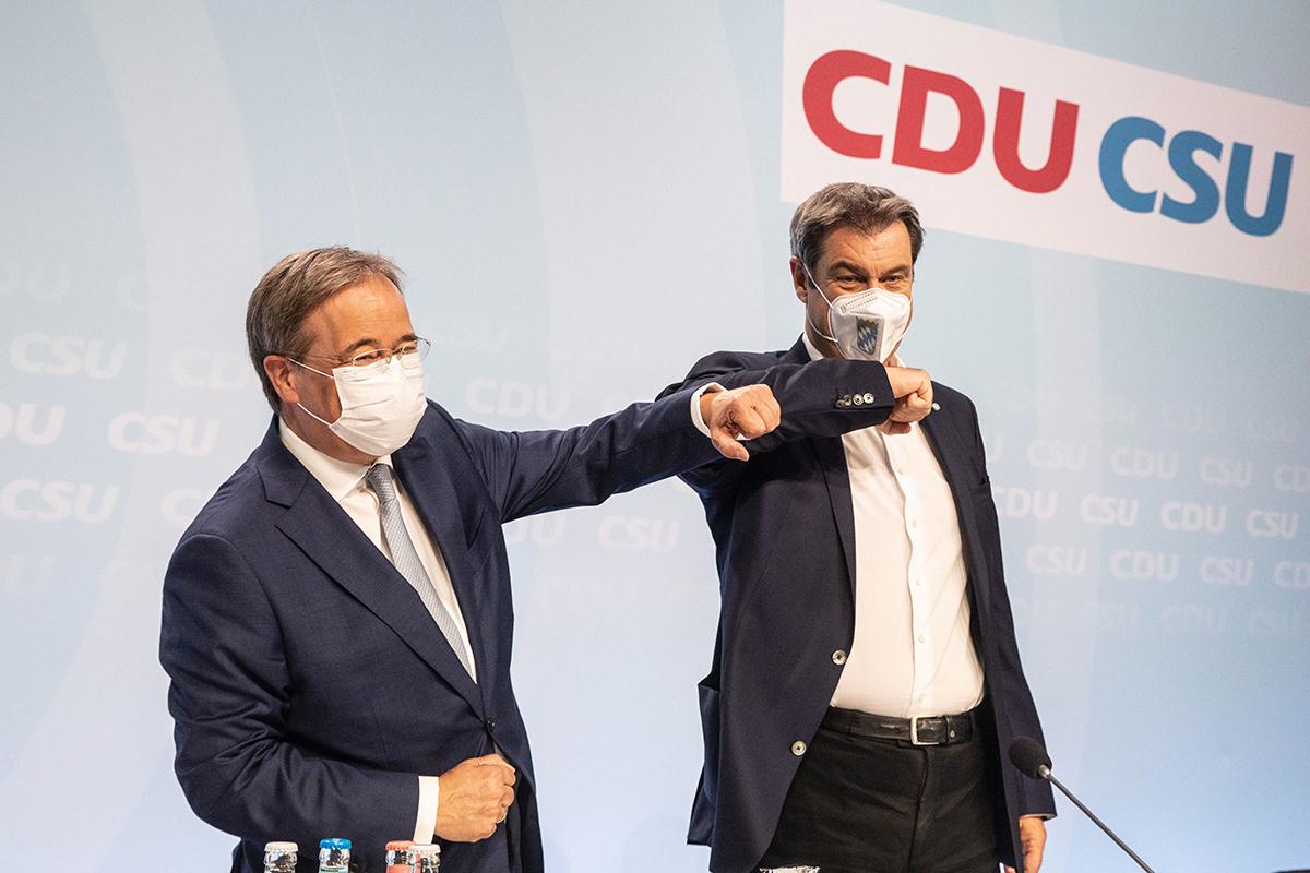 Armin Laschet (izq.) y Markus Söder, hoy en Berlín.