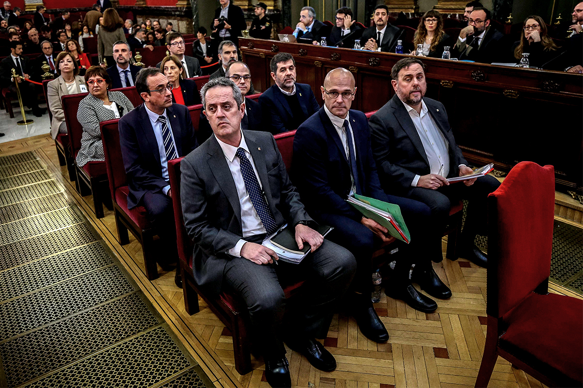 Los líderes del 1-O, en el banquillo del Supremo durante el juicio.