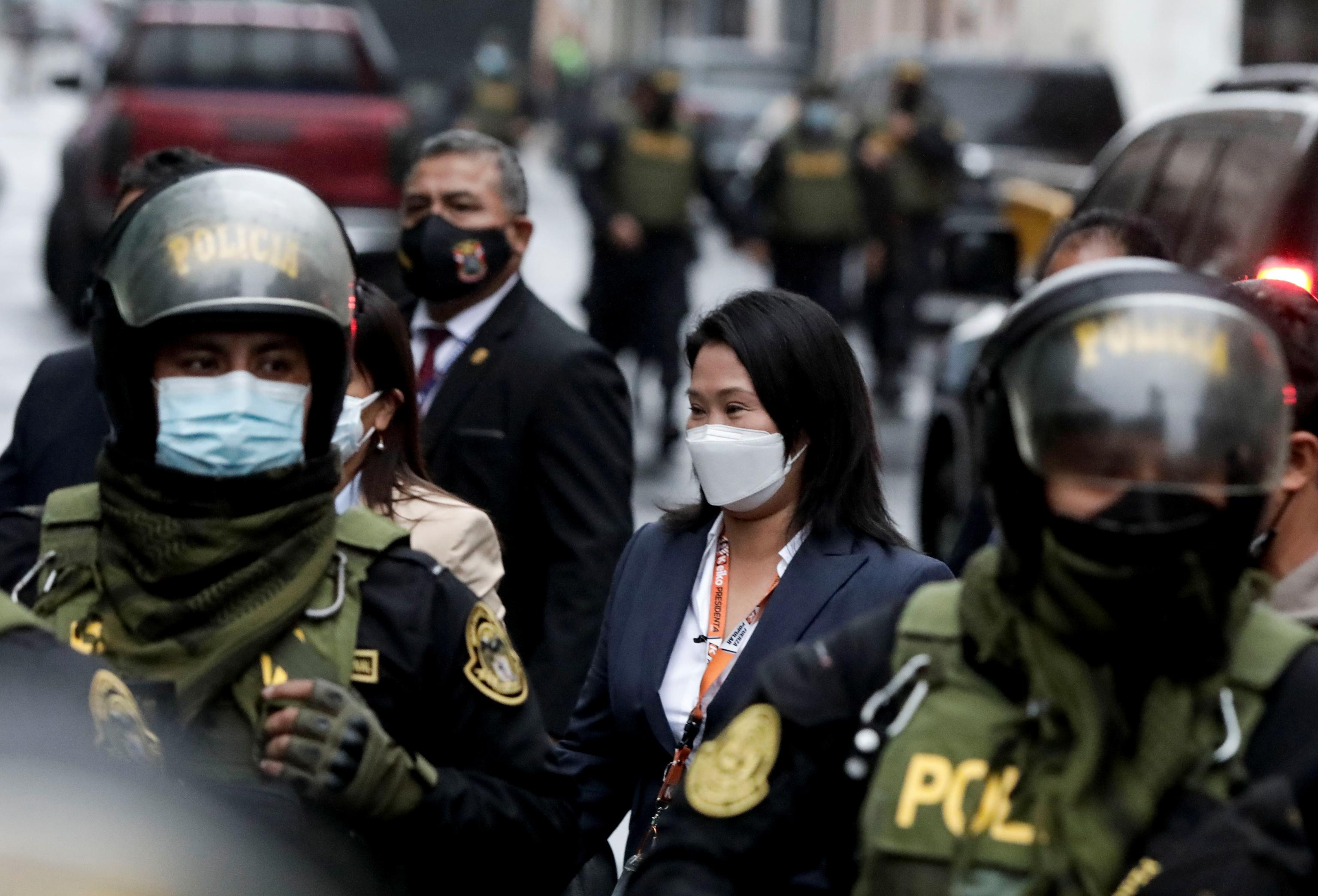 Keiko Fujimori abandona la Corte Superior de Justicia de Tacna, en Lima.