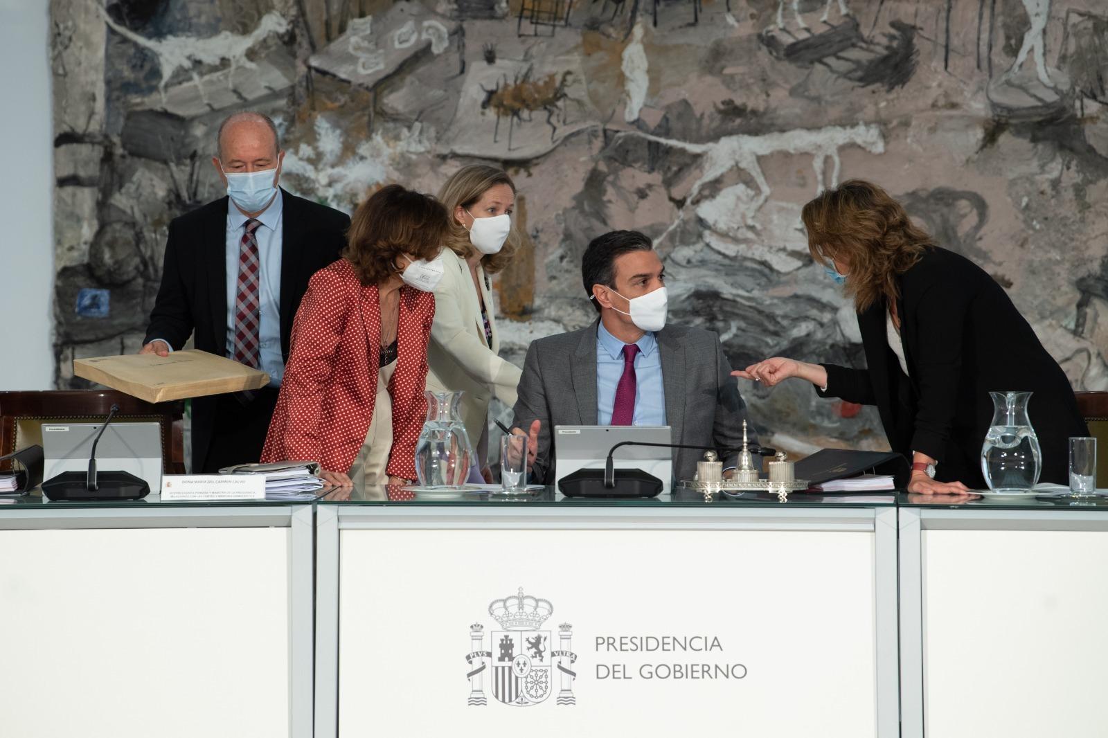 Pedro Sánchez, en el Consejo de Ministros con Juan Carlos Campo, Carmen Calvo, Nadia Calviño y Teresa Ribera.